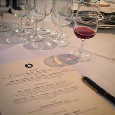 Vinprovning Red Wine, Alcoholic Drinks, Glass, Drinkware, Corning Glass, Liquor Drinks, Alcoholic Beverages, Liquor, Yuri