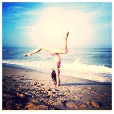 Handstand at the beach #oceancity #summer #gymnastics Annie Instagram @presshandstands Annie the Gymnast!