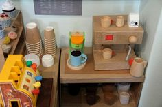 An amazing cardboard cafe Play cafe made from cardboard. Love the espresso machine! Maybe this will be my summer project and put it in our dramatic play area this fall/winter! Dramatic Play Area, Dramatic Play Centers, Diy For Kids, Crafts For Kids, Role Play Areas, Cafe Role Play Area, Cardboard Crafts, Cardboard Play, Cardboard Kitchen