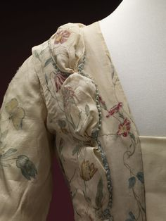 Detail front view, robe à la francaise, 1740-1760. Cream silk, beautifully hand-painted with floral motifs, flower sprays, birds and insects; self-fabric trimming, linen lining.