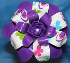 Duck Tape Flower i want one like this Duct Tape Projects, Duck Tape Crafts, Duct Tape Dress, Fun Crafts, Crafts For Kids, Duct Tape Flowers, Purple Daisy, Girl Scout Crafts, Barbie Patterns