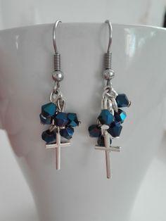 Korálkové náušnice s křížky. Beaded earrings.