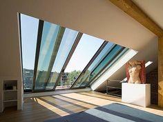 Sie wollen eine Dachloggia nachträglich einbauen? Bauen.de erklärt worauf es zu achten gilt und stellt die Alternativen Dachbalkon ✓ Dachterrasse ✓ Dachaustritt vor!