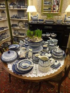 Beautiful table setting: bunzlau polish ceramics