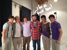 Read the rest of this entry raquo -                                 Well, someone sticks out like a sore thumb. You get 5 guesses as to who. Ready, set!  Yep. That's right! Judd Apatow met up with none other than One Direction earlier today, a
