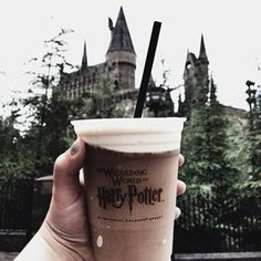 Discovered by ♔ cυτє ♔. Find images and videos about harry potter, drink and hogwarts on We Heart It - the app to get lost in what you love. Harry Potter Tumblr, Harry Potter Movies, Harry Potter World, Parque Do Harry Potter, Mundo Harry Potter, Hermione Granger, Miley Cyrus, One Direction, Taylor Swift