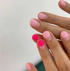 Coral and pink short nails - ChicLadies.uk - Coral and pink short nails – ChicLadies.uk Coral and pink short nails – ChicLadies. Minimalist Nails, Ten Nails, Nail Polish, Makeup Salon, Makeup Studio, Makeup Art, Pin On, Nail Games, Nagel Gel