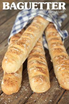 Lyxiga bröd med en frasig skorpa och luftigt innanmäte. Baguette, Bread Recipes, Cooking Recipes, Easy Bread, No Bake Desserts, Bread Baking, Hot Dog Buns, Baked Goods, Tapas