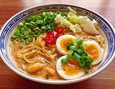 Pikante Thai Suppe mit Kokos und Hühnchen, ein sehr leckeres Rezept aus der Kategorie Kochen. Bewertungen: 396. Durchschnitt: Ø 4,6.