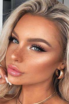 Eyeliner Make-up, Black Eyeliner Makeup, Skin Makeup, Beauty Makeup, Beauty Skin, Natural Eyeliner, Blonde Makeup, Makeup Brushes, Chanel Makeup