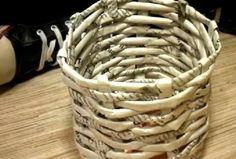 Uradi sam: ispletite od novina ukrasnu korpu za stare činije i saksije (VIDEO)