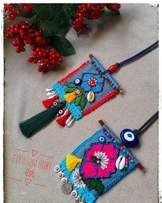 Günaydın 🦋🌹😚 💙❤🌷❣💐😘#kottasarim #tarzkadinlar #igneoyasi#tasarimurunler # #💕💕😙😙😍#dogaltaskolye #igne oyalikolye#💜💗🙇♀️firuzunkolyeleri… Fabric Necklace, Fabric Jewelry, Diy Necklace, Jewelry Art, Crochet Accessories, Handmade Accessories, Handmade Jewelry, Handmade Rings, Handmade Dolls