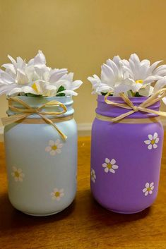 I love these beautiful painted Daisy Mason Jars. You could use them as a vase for your own decor or give them as a gift . #masonjar #masonjars #masonjarcrafts #affiliate #spring #usingmasonjars #masonjargiftideas #giftideas #springdecor #rusticspringdecor #mothersdaygift #homedecor #homedecorideas #homedecoration