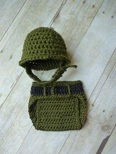 Crochet Little Military Set. Hat and Diaper Cover Crochet Baby Clothes, Newborn Crochet, Crochet Baby Hats, Baby Knitting, Booties Crochet, Crochet Bebe, Crochet For Boys, Crochet Crafts, Crochet Projects