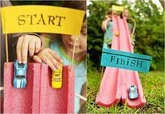kreative-bastelideen-kinderspiele-garten-autorennbahn-schwimmnudel-basteln
