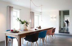Wie sieht das moderne Esszimmer aus? - minimalistische moderne esszimmer möbel holztisch bunte stühle