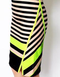 Imagen 3 de Falda de tubo de rayas Tijana de Ted Baker