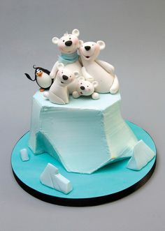 You are guaranteed a warm welcome from this polar bear family, despite the icy conditions! This arctic scene makes the perfect cake top decoration for a winter cake and allows you to practise different methods of modelling figures using either one or two pieces of paste for the head and body.