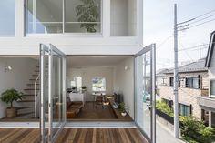 Pequeña casa con una gran terraza,Cortesía de Takuro Yamamoto
