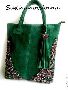 Ribbon Embroidery Ideas Like the idea of green velvet with embroidery on the corners. Crochet Purses, Crochet Bags, Buy Bags, Embroidered Bag, How To Make Handbags, Beaded Bags, Denim Bag, Fabric Bags, Ribbon Embroidery