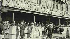 À son ouverture le 25 septembre 1951, la première rôtisserie de la rue Saint-Hubert, porte le numéro d'immeuble 6359 Montreal Ville, Montreal Quebec, St Hubert, Vintage Restaurant, Canada, Back In The Day, Retro, Old Pictures, The Past