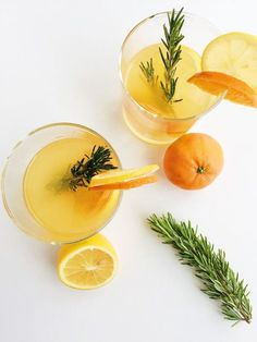 This Rosemary Citrus Gin and Tonic is refreshing, festive, and seasonal, using winter citrus such as Meyer lemons and clementines. Best Gin Cocktails, Cocktails To Try, Gin Drink Recipes, Yummy Drinks, Cocktail Recipes, Cocktails For Beginners, Blackberry Wine, Gin Lemon, Gin Tasting