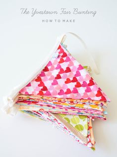 How To Make Bunting {bright colors, thin bias tape}