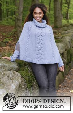 Fleetwood / DROPS - The set consists of: Knitted poncho with cables and lace pattern, worked top down and wrist warmers with cables. Sizes S - XXXL. The set is worked in DROPS Big Merino. Hooded Cape Pattern, Knitted Cape Pattern, Shrug Knitting Pattern, Knitting Patterns Free, Free Knitting, Crochet Patterns, Poncho Design, Diy Scarf, Drops Design