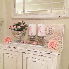 @kerstinshjem #romantic #beautiful #roses #flowers #inspiration #interior #decoration #white #whitehome #whitehomes #shabby #shabbychic #shabbyhomes #pink #candles #candlelightholders
