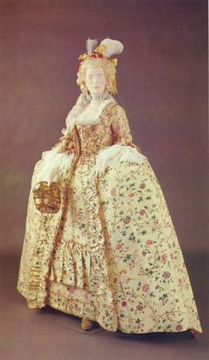 formal dress, France *made to shown fertility - the x-tra wide hips 18th Century Dress, 18th Century Costume, 18th Century Fashion, Vintage Outfits, Vintage Gowns, Vintage Mode, Historical Costume, Historical Clothing, French Fashion