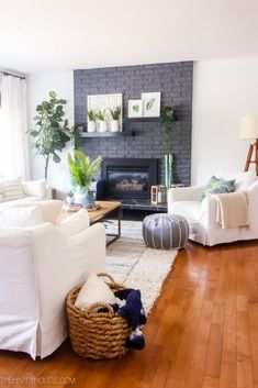 Modern boho farmhouse style simple summer home tour the happy housie. Boho Chic Living Room, Living Room Decor, Country Farmhouse Decor, Farmhouse Style, Country Living, Summer Mantel, Rooms For Rent, Formal Living Rooms, Modern Boho