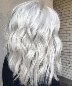 Oh so icy❄️ by @beautybylaurengoforth #blondehair #icyblonde