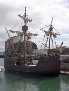 The Santa Maria de Colombo, a replica of the types of ship typical during the re-discovery, built by craftsmen from Câmara de Lobos/Madeira