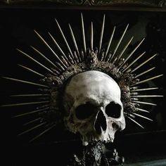 Vampire Fashion, Skull Reference, Gothic Tattoo, Victorian Goth, Tattoo Project, Human Skull, Gothic Art, Skull And Bones, Memento Mori