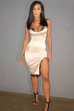 Want to shine brightly at the parties with sexy club outfits? Browse our inspo gallery to find the trendiest clubwear ideas: from short tight dresses and skirts to fancy jeans! Sexy Outfits, Club Outfits For Women, Dressy Casual Outfits, Clubbing Outfits, Outfits Damen, Curvy Outfits, Night Outfits, Fashion Outfits, Clothes For Women