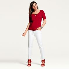 I like this look, but my legs don't tend to look good in white pants. :(
