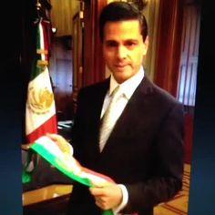 #fracasasenlavidacuando tiras la banda presidencial, igualito que como mandó a #México al despeñadero