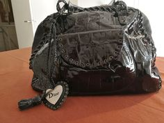 As good as new, beautiful bag, very capacious, in crocodile print patent leather for a special finish. Insured shipment with tracking. Patent Leather Handbags, North Face Backpack, African Dress, Beautiful Bags, Heart Charm, Crocodile, Christian Dior, Auction, Charmed