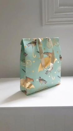 Paper Gift Bags, Paper Gifts, Diy Gift Bags From Wrapping Paper, Diy Paper Bag, Wrapping Gifts, Wrapping Ideas, Diy Crafts Jewelry, Diy Crafts For Gifts, Creative Gift Wrapping