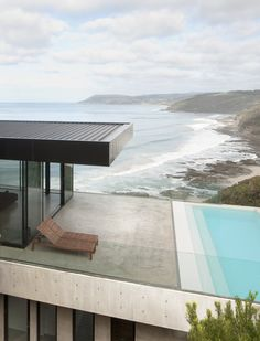 Clifftop House in Lorne, Australia / Woods Bagot Best Interior Designers Residential Architecture, Amazing Architecture, Contemporary Architecture, Interior Architecture, Design Exterior, Interior Exterior, Outdoor Spaces, Outdoor Living, Pool Designs