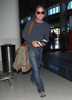 Kiefer Sutherland Photos - star Kiefer Sutherland was spotted departing from LAX on September - Kiefer Sutherland Departs from LAX Celebridades Fashion, Kiefer Sutherland, September 7, Celebrity Crush, Famous People, Normcore, Star, Celebrities, Photos