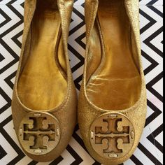 Dressbe | Sapatilha Dourada Tory Burch #sapatilha #shoes #toryburch #moda #fashion #style #dressbe