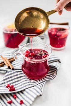 Crockpot cocktail Cranberry Pomegranate Mulled Wine!