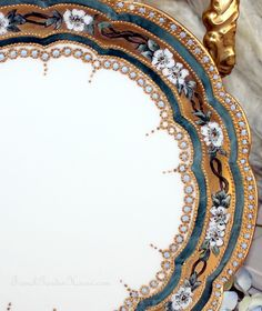 ❤ - Antique Handpainted Limoges Gilt Floral Cabinet Plate - the best plates are the handpainted ones with gilt. I could stare at this all day and not get bored. Amazing technique.