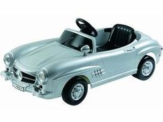 This MB 300SL classic replica gets up to a whopping 2mph and features LED headlights    Perfect Holiday present for your little one.