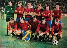 SELECCIÓN ESPAÑOLA-1972. Enero. De pie, de izquierda a derecha: Iríbar,sol, Gallego, Tonono, Lico y Touriño. Agachados, en el mismo orden: Lora, Amancio, Quino, Luis y Rexach.