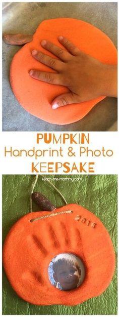 Pumpkin Handprint & Photo Keepsake pumpkin handprint photo salt dough craft keepsake The post Pumpkin Handprint & Photo Keepsake appeared first on Halloween Kids. Daycare Crafts, Baby Crafts, Crafts To Do, Crafts For Babies, Decor Crafts, Kids Daycare, Children Crafts, Quick Crafts, Easter Crafts