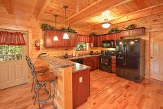 Beary Cozy - 2 Bedroom - Romantic Rustic Gatlinburg Log Cabin