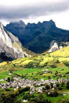 Lescun, France | Pyrénées-Atlantiques département in the Aquitaine Region