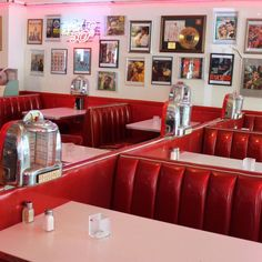 1950 Diner, Vintage Diner, Retro Diner, Diner Aesthetic, Red Aesthetic, Billard Bar, Cafe 50s, Work Cafe, Local Diners